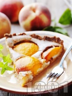 Вкусен домашен кекс / сладкиш с пресни праскови и пудра захар - снимка на рецептата